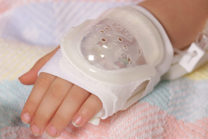 730S UltraDressing on Child's hand