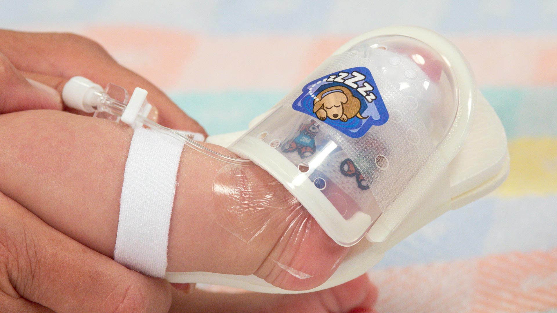 Ivy Puppy Sticker on 750LFP UltraDome reminds the child to leave the IV insertion site alone
