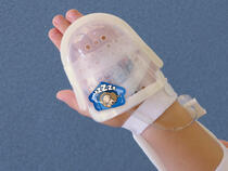 750LFP I.V. House UltraDome Plus on toddler's hand