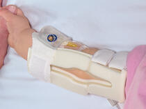 959S-W-Ultra TLC Elbow Splint on infant