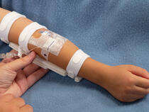 959L-W-Ultra TLC Elbow Splint on child